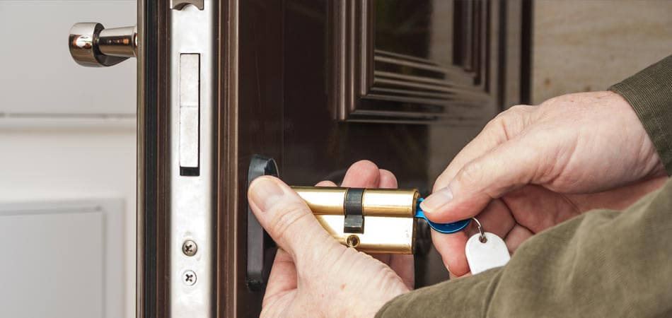 Locksmith unlocking a homeowners door after they locked their keys in the house in Largo, FL